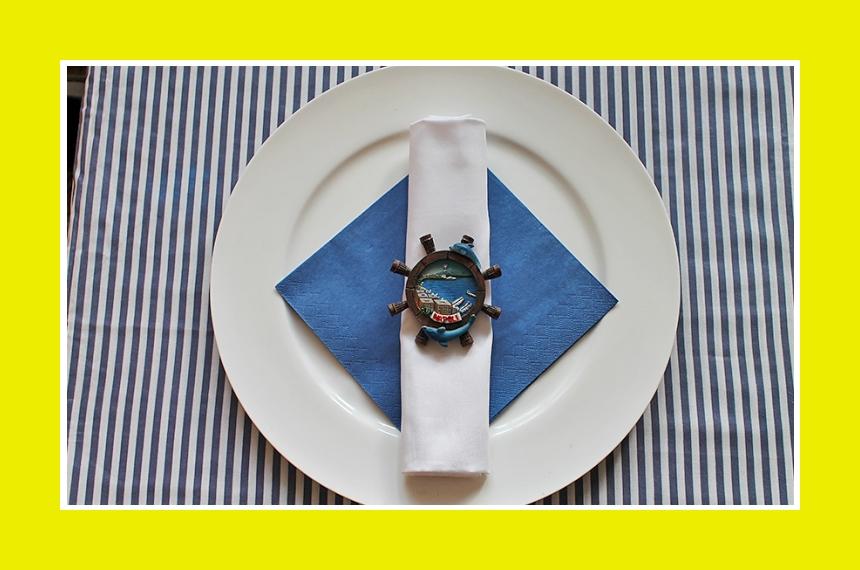 Faltanleitung Serviette blau weiß