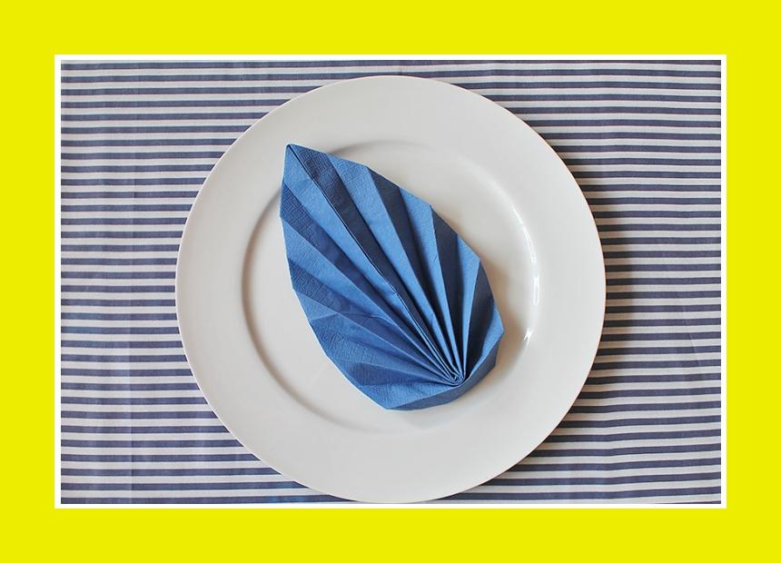 Serviettendeko Papierserviette falten
