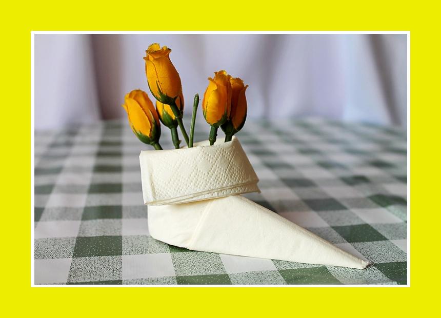 Serviettendeko Stiefel mit Blumen