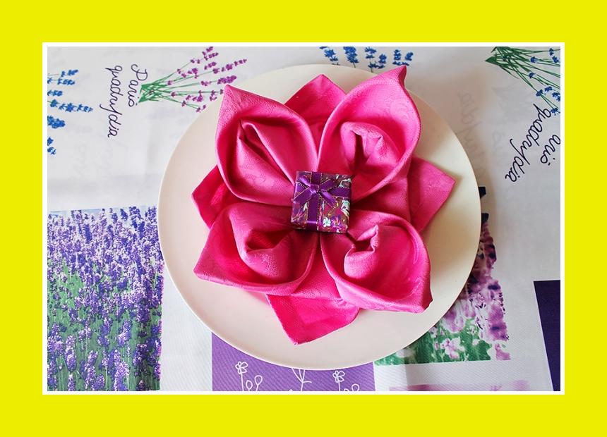 Tischdeko Servierung Lotusblüte Papierserviette
