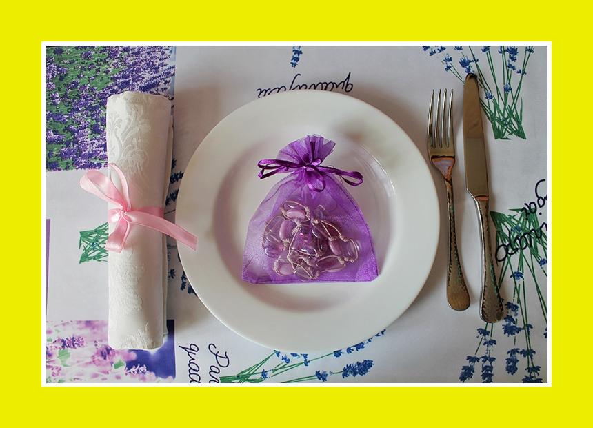 Servietten falten Rolle aus Stoffserviette