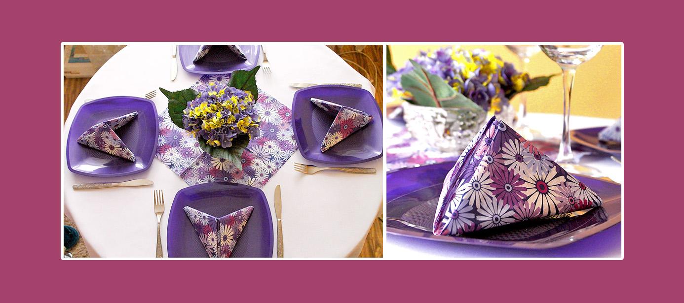 Tisch Deko Servietten Pyramide falten Blumen Violett Dunkelblau