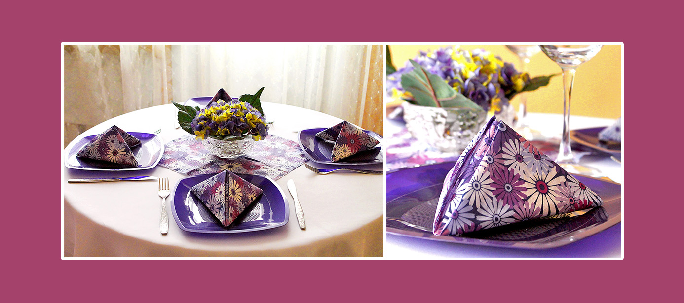 Tischdeko Servietten falten Violett geblümtes Muster Blumenschmuck